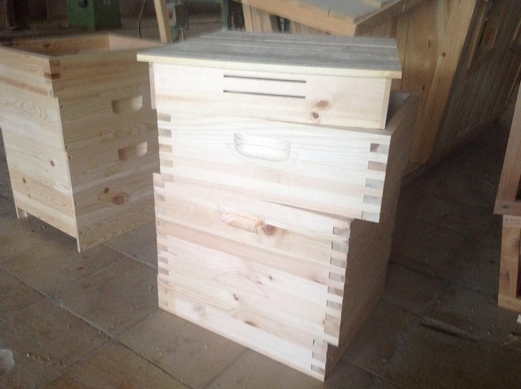 Производство на кошери КОНАС ООД - КОНАС ООД  - производство на  мебели от масив, дървен материал и дървен материал за строителството