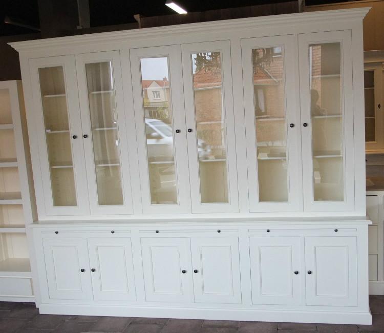 Бюфет 6 врати боядисан бял  - КОНАС ООД  - производство на  мебели от масив, дървен материал и дървен материал за строителството