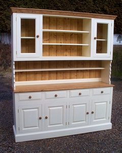Шкаф бял  - КОНАС ООД  - производство на  мебели от масив, дървен материал и дървен материал за строителството
